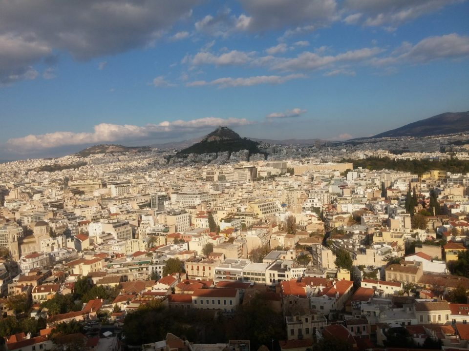 Атина во строг карантин до крајот на месецов