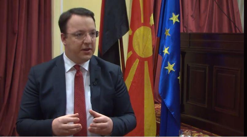 Николоски: Владата мислеше дека е доволно само да го смени името и дека не треба ништо да работи дома