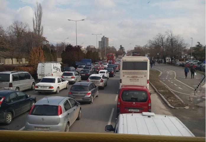 Колони возила и гужва во центарот на Скопје поради реконструкција на убиство