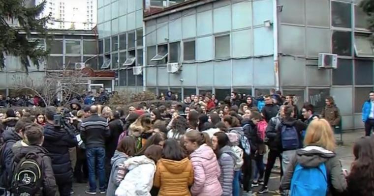 Шилегов избра Албанец за директор, а учениците и професорите Македонци ја бојкотираат наставата во средното хемиско училиште