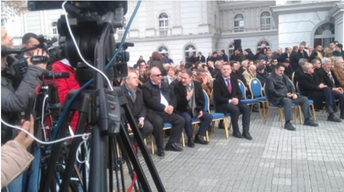 (ФОТО) Еве кој седна во првиот ред за свеченото подигнување на знамето на НАТО