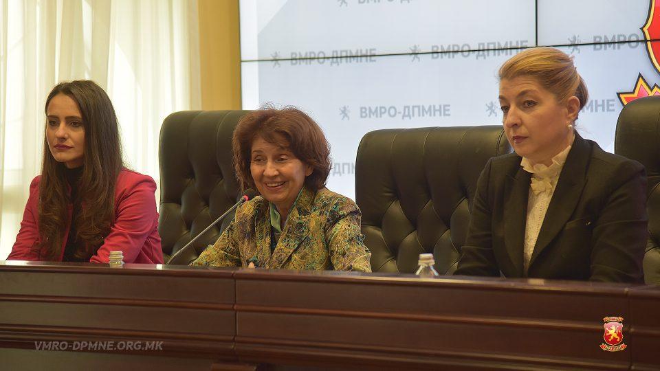 Силјановска седна со жените од ВМРО-ДПМНЕ: Ќе го најавам падот на СДСМ од власт
