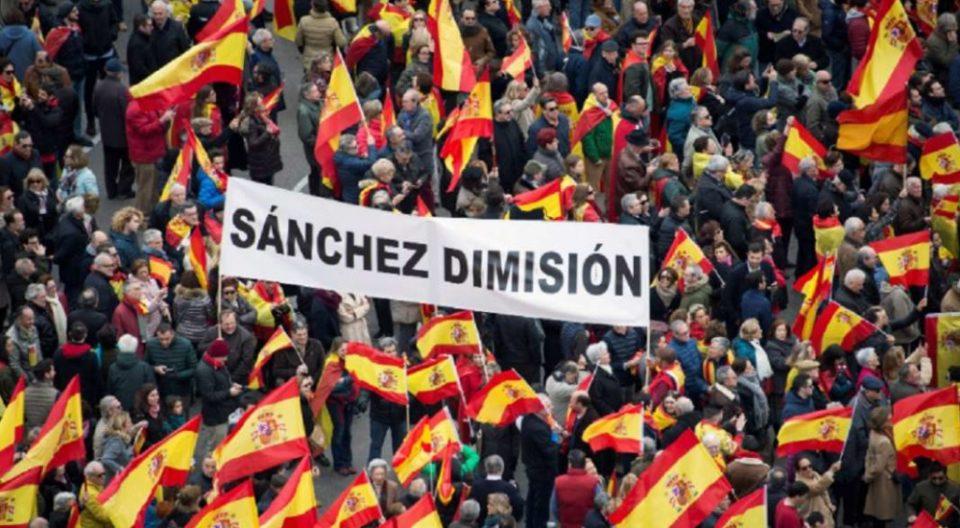 Илјадници Шпанци во Мадрид бараат оставка од премиерот Санчез