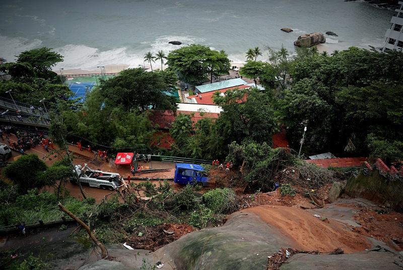 (ВИДЕО) Најмалку шестмина загинати во невреме во Рио
