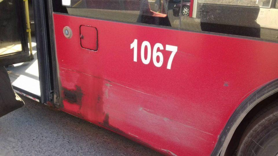 Во одвоен инцидент, малолетник и пензионер нападнати од возачи на градски автобус