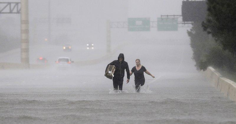 Катастрофа по обилните дождови во БиХ: Поплавени објекти и пруга