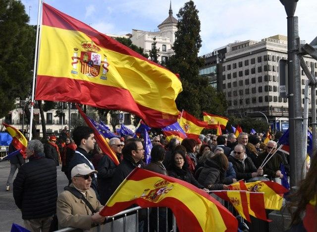 Протест на десничарските партии во Шпанија се бара оставка на владата