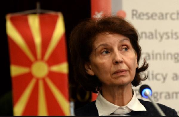 Силјановска-Давкова: Човекот што ги отвори вратите во Собранието се шета слободен