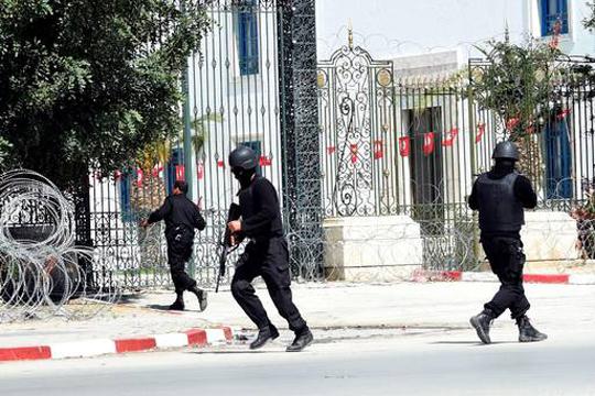 Доживотен затвор за седум лица во врска со нападите во Тунис во 2015-та