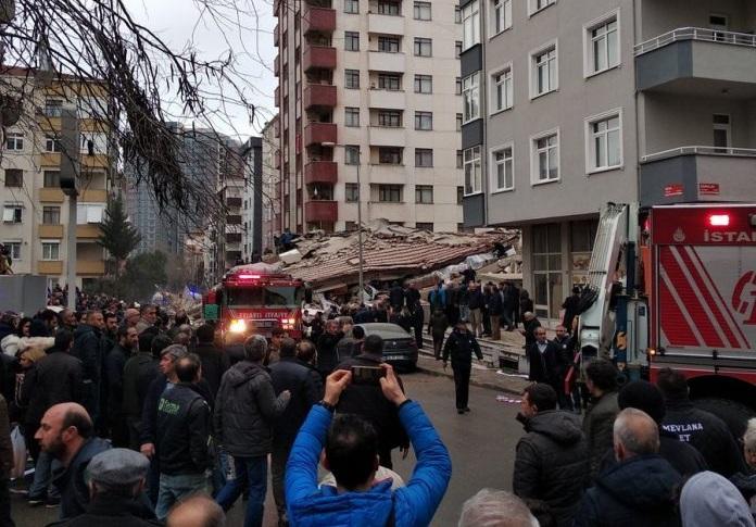 (ВИДЕО) Страшна снимка од уривањето на зградата во Истанбул