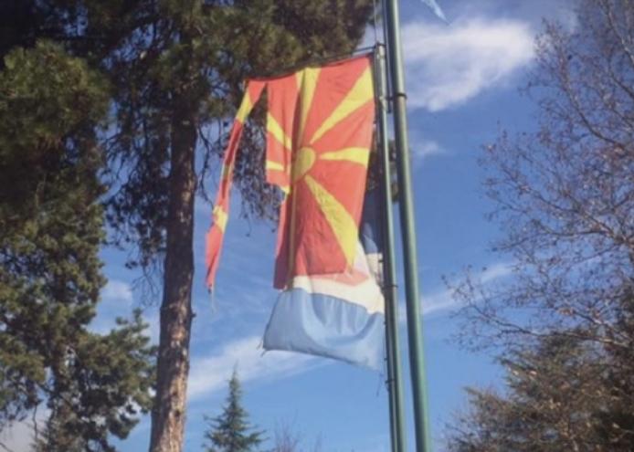 (ФОТО) Виси искинато државното знаме во Ѓорче Петров