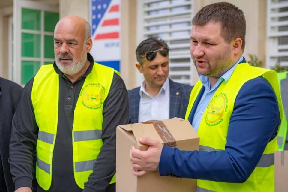 Богдановиќ продолжува да им помага на социјално загрозените семејства
