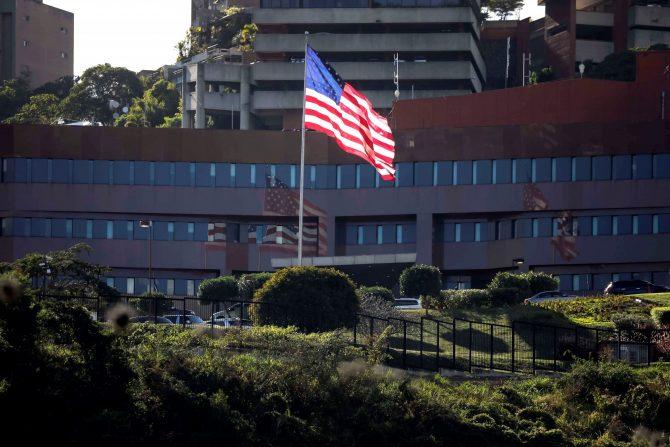 Американската амбасада го повлекува целиот персонал од Венецуела