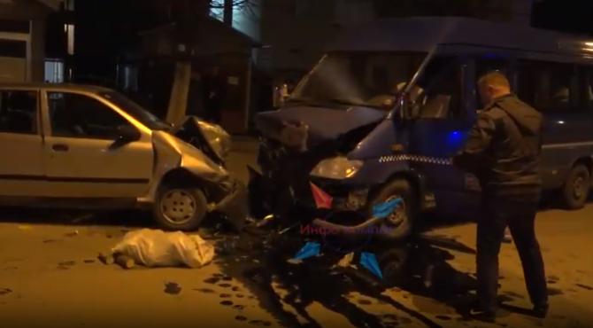 (ВИДЕО) Страшна сообраќајка во Прилеп: Возилата искршени, траги од крв на асфалтот
