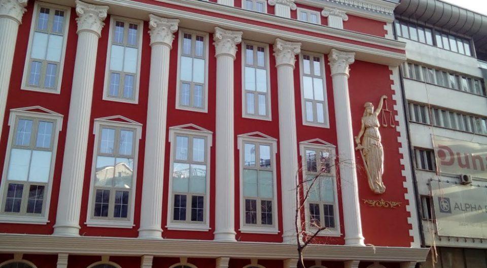 (ФОТО) Заменик министерот за правда се пофали со новите табли на албански јазик