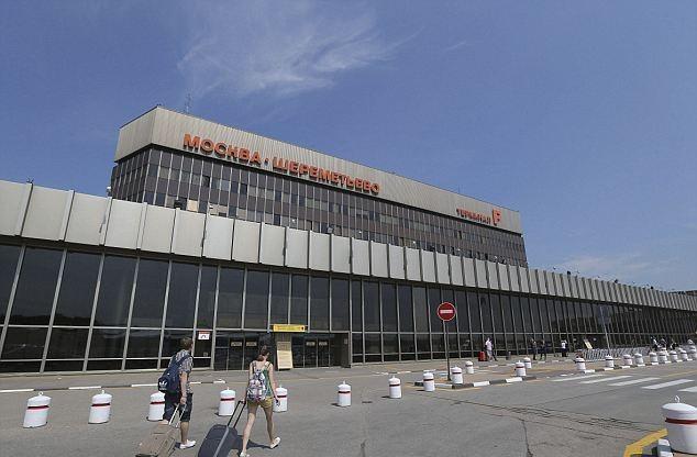Службеник од американската амбасада во Москва влегол со бомба на аеродромот Шереметјево