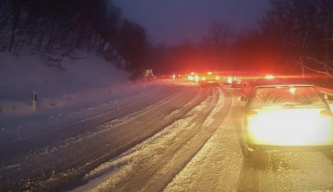 Сообраќајот се одвива отежнато: Снег на Стража