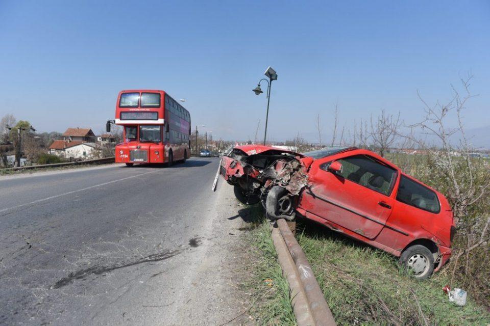Патот на смртта кај Петровец: Се излизгал, удрил во дрво и висел покрај патот