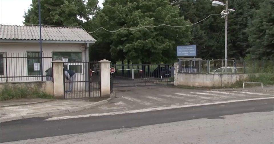 Затвореник под психичко растројство истепал полицаец во Шутка – лекарите го вратиле пак во затворот