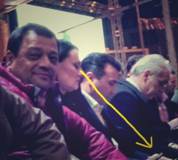 (ФОТО) Фатена на дело: Зорица Заева го шпионира телефонот на Зоран Заев