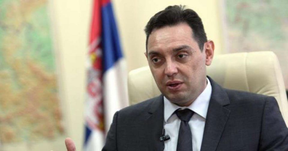 На српскиот министер за одбрана не му бил дозволен влез во Косово