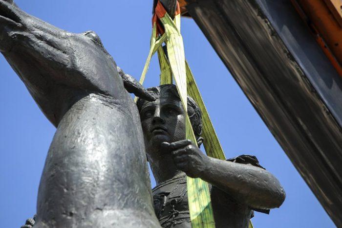 (ВИДЕО) Александар Велики поставен во центарот на Атина