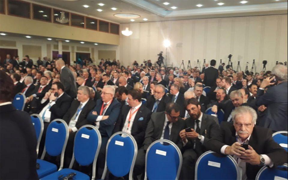 Извисени 500 бизнисмени и Жбогар, ги чекаат Заев и Ципрас
