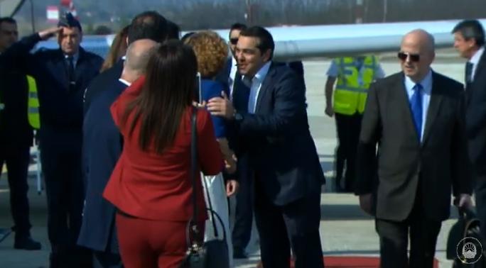 (ФОТО) Ципрас слета на скопскиот аеродром