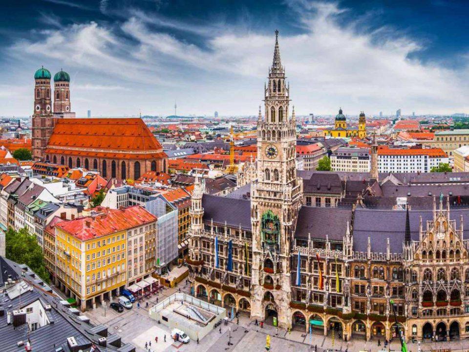 """Паника во црква во Минхен: Непознат маж влегол и извикувал """"Алаху акбар"""""""
