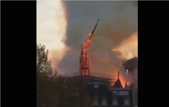 (ВИДЕО) Моментот кога се урна централната купола на катедралата Нотр Дам