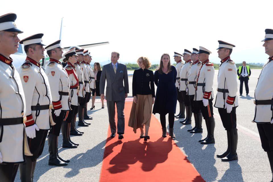 (ФОТО) Шекеринска го пречека британскиот принц Едвард