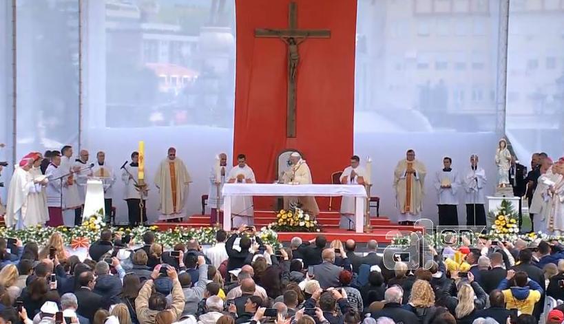 """Посетата на папата топ тема во странските медиуми –  се следеше во живо и на """"Ватикан њуз"""""""