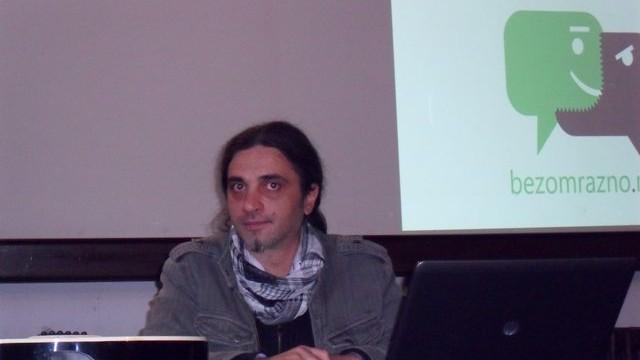 Петрит Сарачини: Снимката за Павле е сечена, лепена и монтирана!