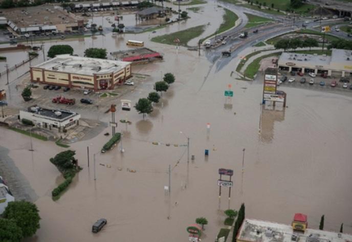 Во големите поплави загинаа најмалку 6 лица