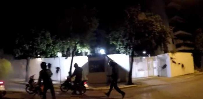 """Нападната резиденцијата на американскиот амбасадор во Атина: За Пајат нападот е """"детски вандализам"""""""