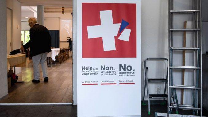 Швајцарија гласаше на референдум – одобрен новиот закон за оружје
