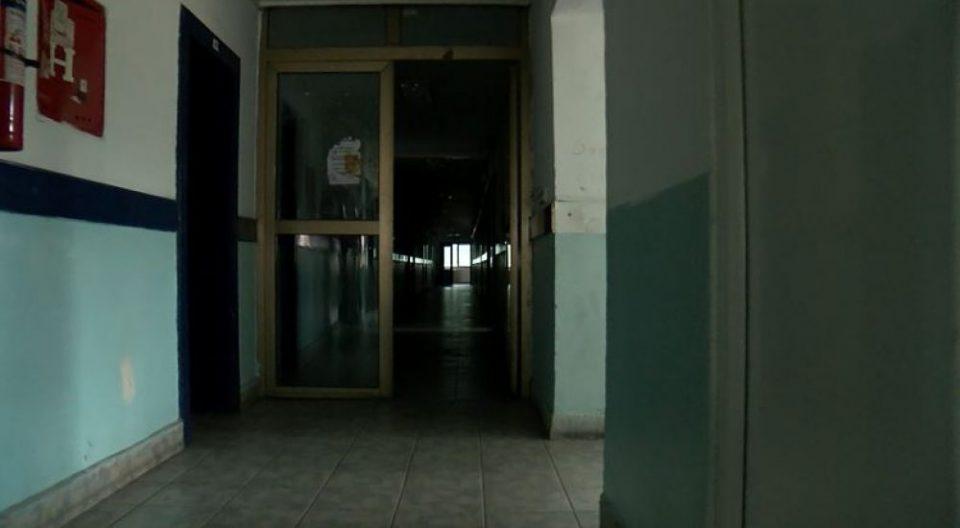 (ВИДЕО) Студентски дом пет дена без струја – студентите учат на свеќи