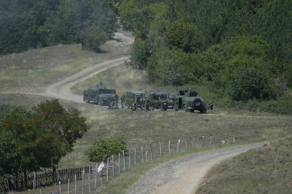 Колона возила на српската војска се движат кон границата со Косово