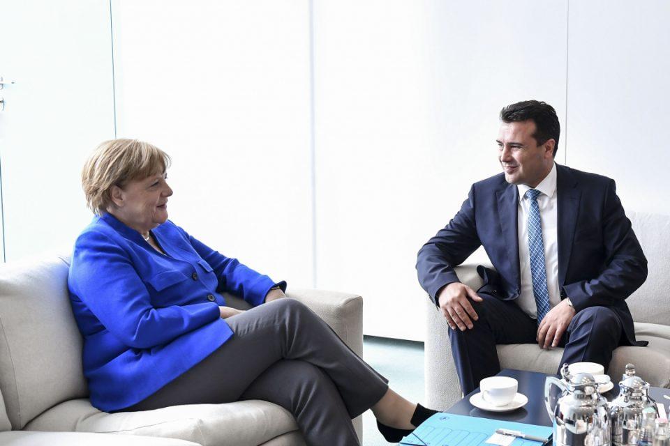 "Меркел му даде ""шут карта"" на Заев: Владата вели му дала ""зелено светло""!"