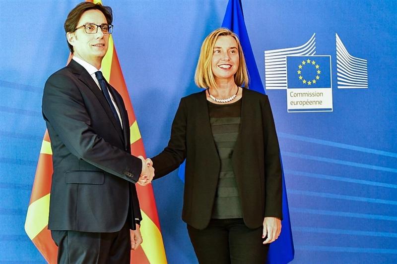 Могерини до Пендаровски: Македонија во пакет со Албанија ќе добијат датум за преговори