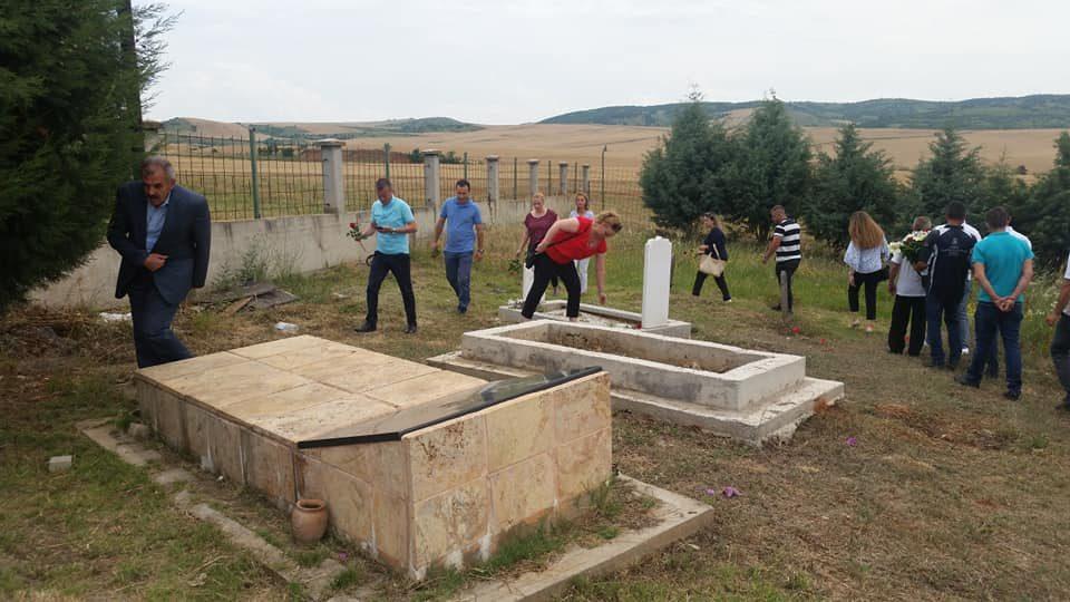 (ФОТО) СДСМ Арачиново се поклони пред паднатите борци на УЧК