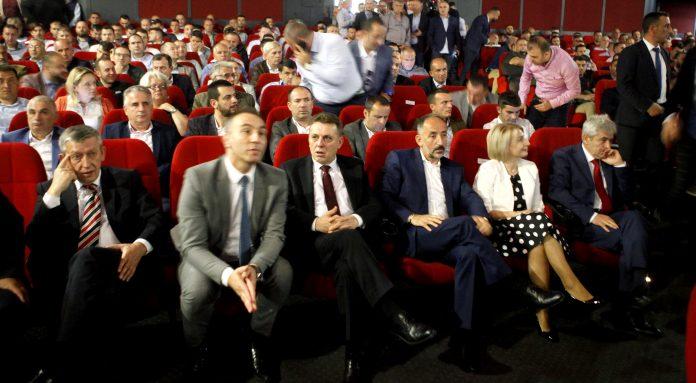 """Ахмети ја удри """"метлата"""" во ДУИ – разрешени сите општински ограноци"""