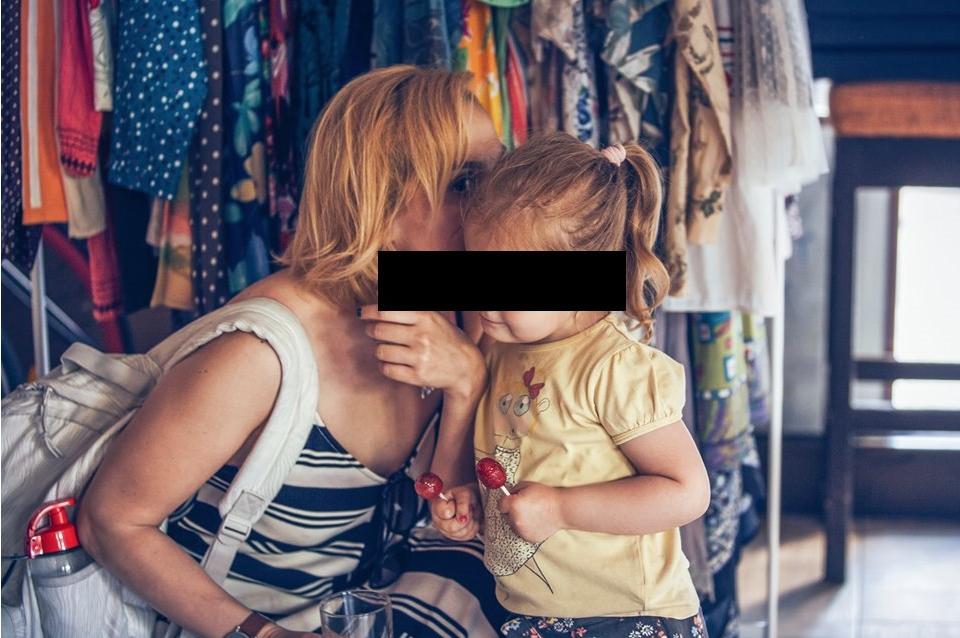 """(ФОТО) ЛГБТ со нов скандал во Скопје: Малолетно дете на промоција на книгата """"Како да се биде геј"""""""