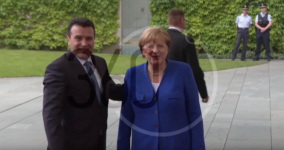 (ВИДЕО) Заев излезе од средбата со Меркел – канцеларката не го удостои со јавна изјава