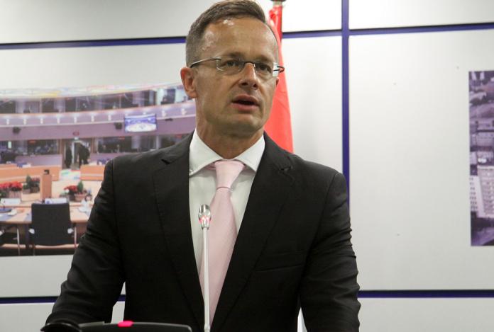 Шефот на унгарската дипломатија Сијарто во Скопје ќе предаде помош за справување со коронавирусот