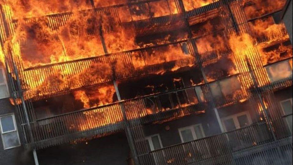 (ВИДЕО) Голем пожар уништи станбен блок во Лондон