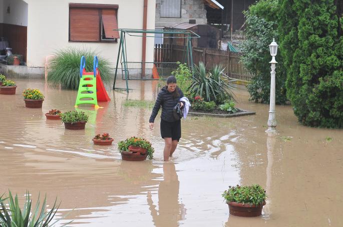 (ФОТО) Поплавени куќи во Србија – дождовите направија хаос кај соседот