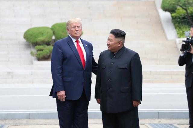 Трамп е првиот американски претседател кој стапна на тлото на Северна Кореја