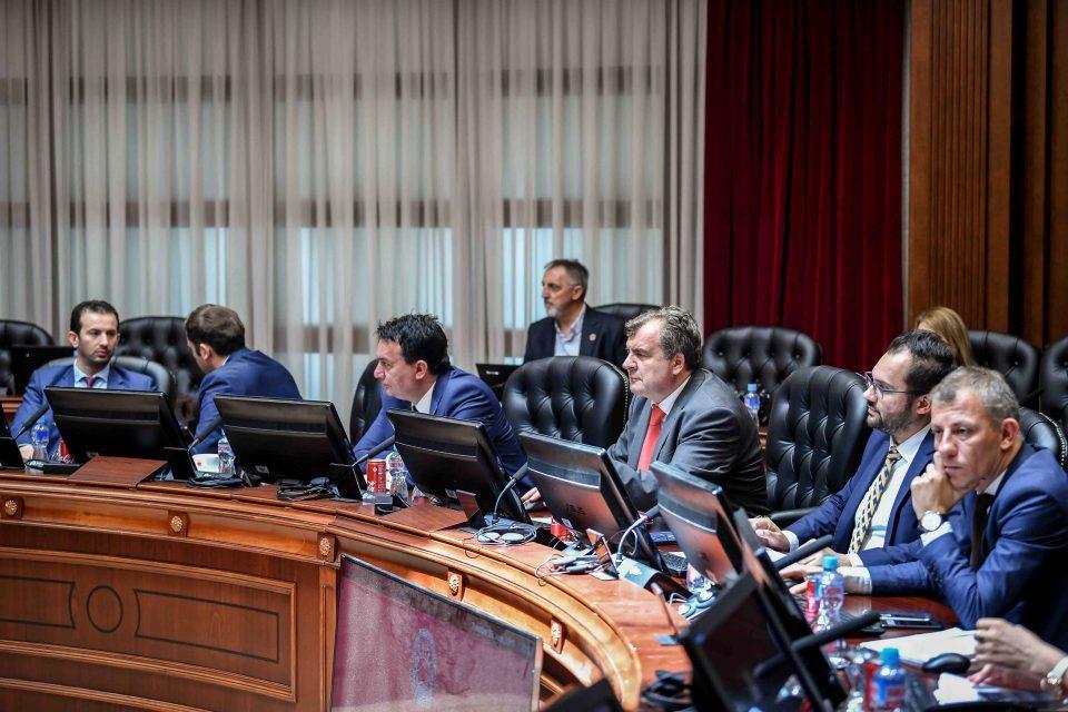 Влада: Македонија е умерено задолжена земја, јавниот долг кон крајот на 2018 година е 48,5 отсто од БДП