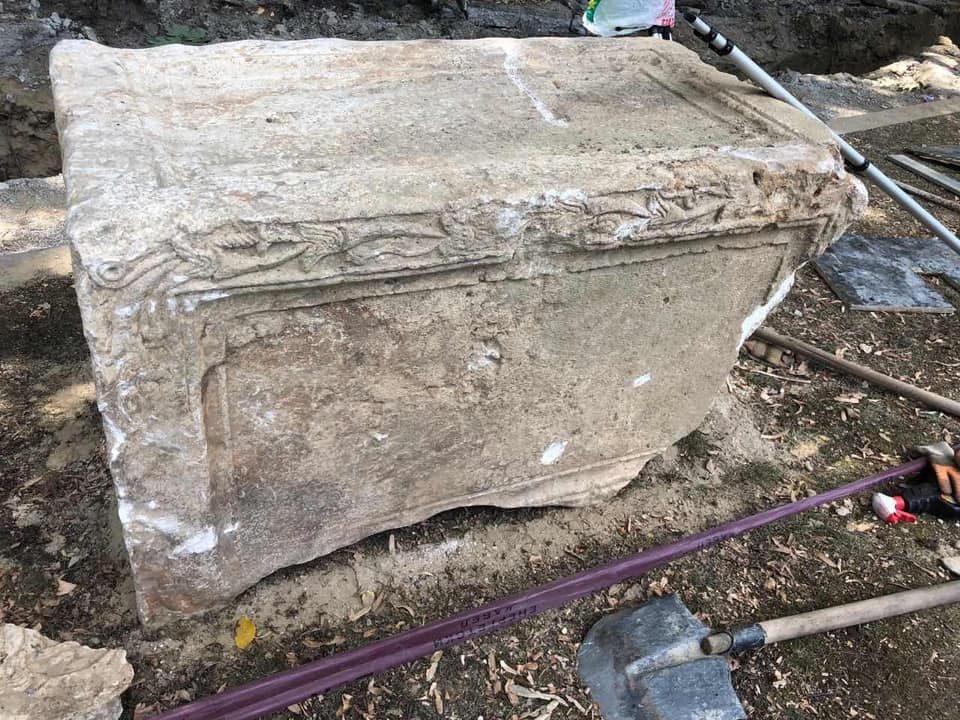 """Пронајден саркофаг од вториот век при реконструкција на """"Партизанска"""""""